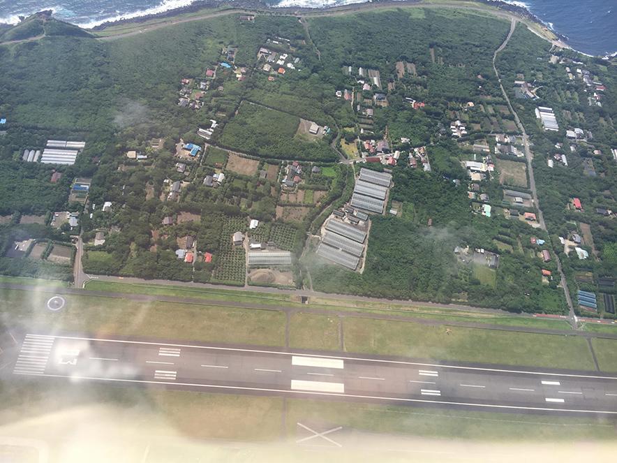 神津島空港上空 空撮